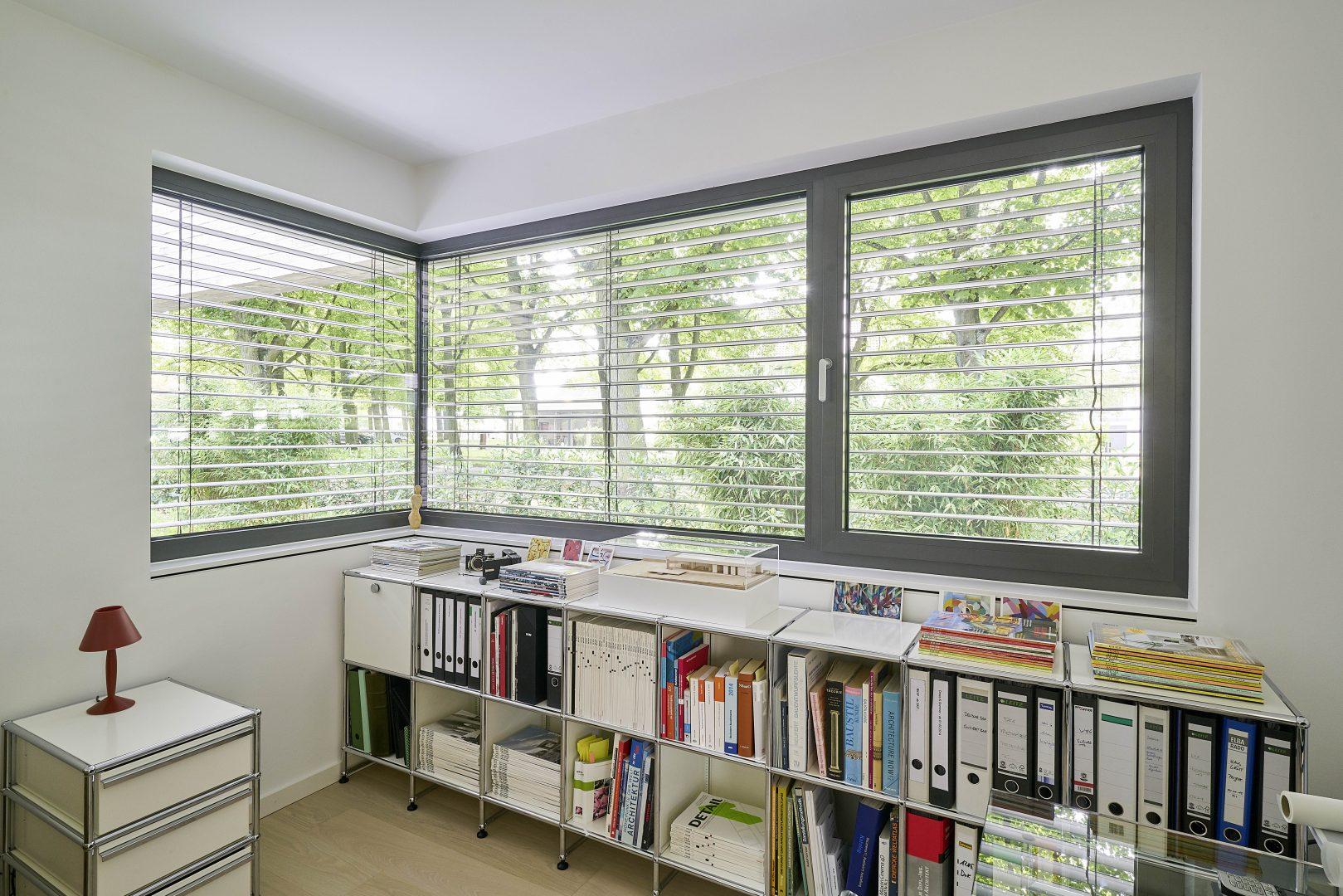 wohnen mit atrium neubau eines wohnhauses architekt fluegge beratung planung. Black Bedroom Furniture Sets. Home Design Ideas