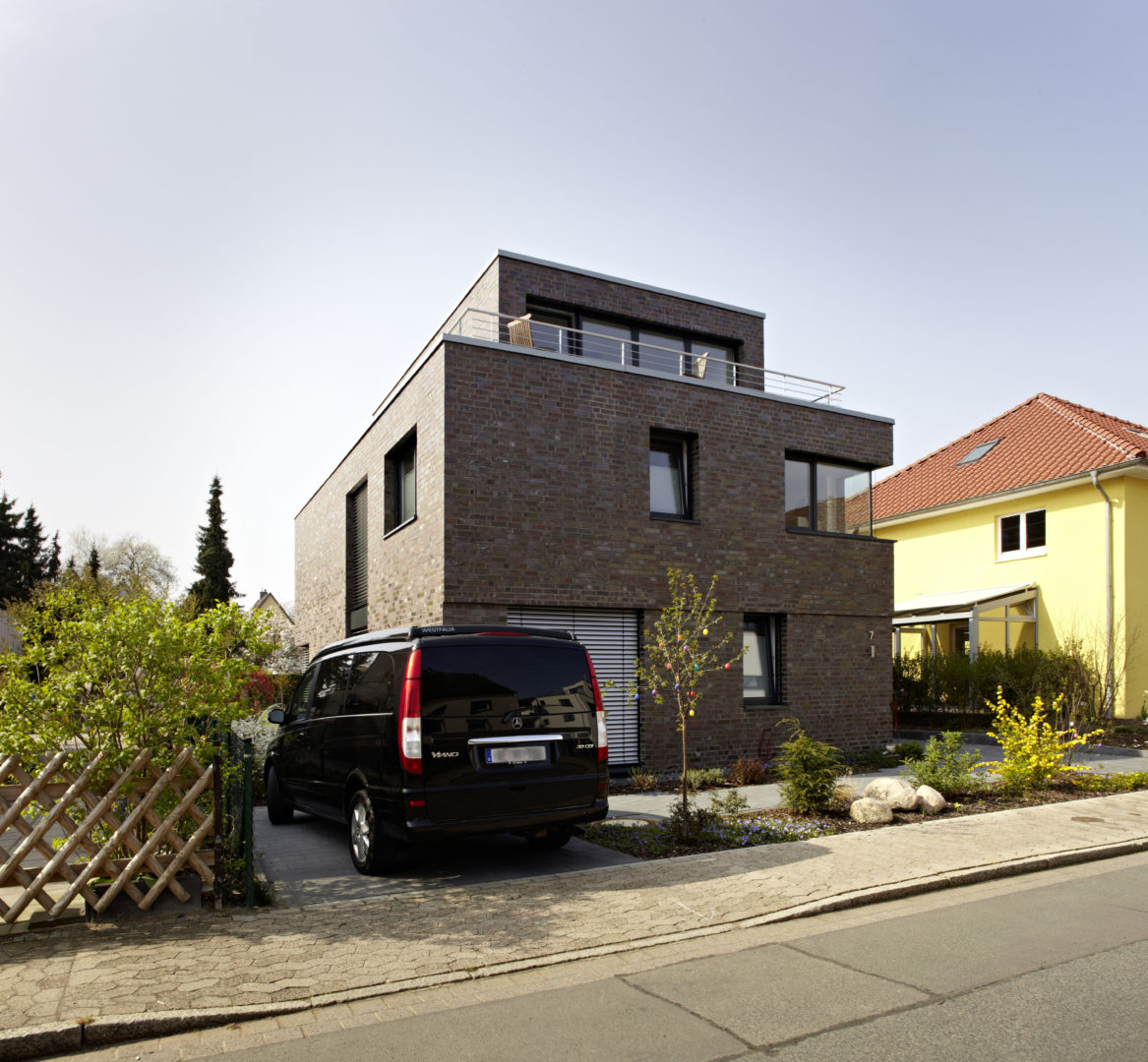 kubus mit staffelgeschoss neubau einer stadtvilla architekt fluegge beratung planung. Black Bedroom Furniture Sets. Home Design Ideas