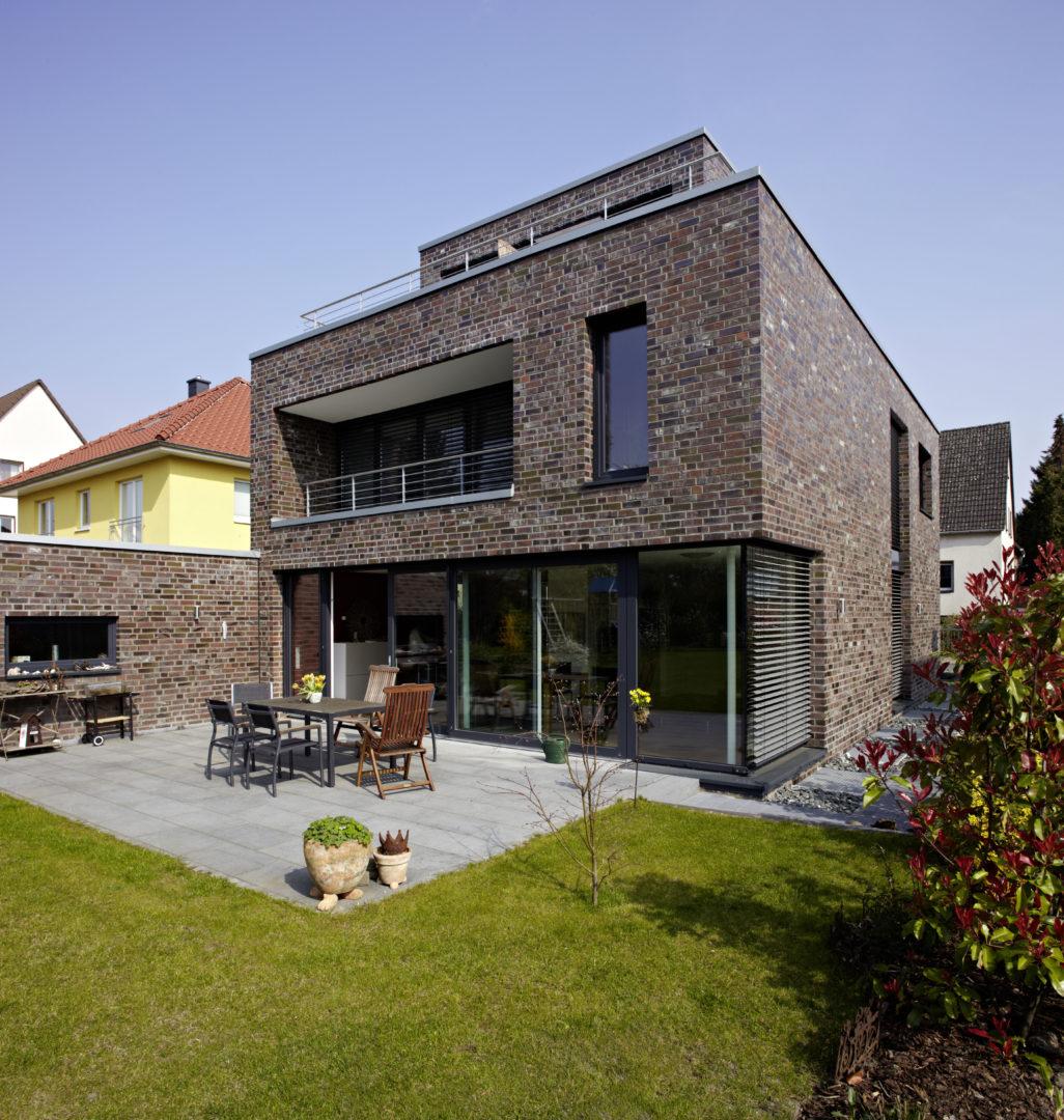 Kubus mit staffelgeschoss neubau einer stadtvilla for Architekt planung